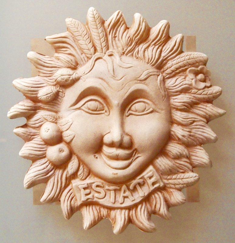 Wandrelief Sonne Sommer Terrakotta Italien